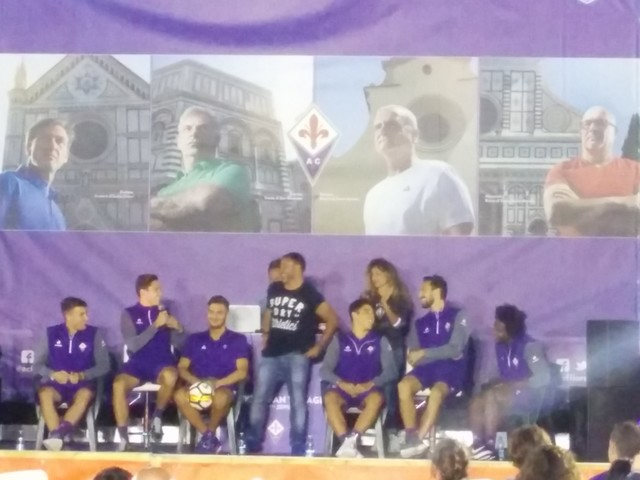 VIDEO VN – Tanti tifosi presenti all'evento con i giocatori al Viola Village
