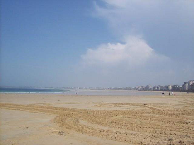 Mistero in Francia, pacchi di droga ritrovati su spiagge della costa atlantica