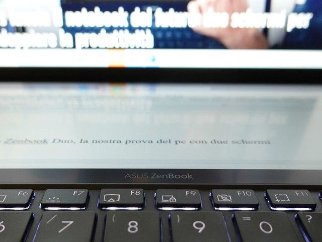 Asus ZenBook Duo, la prova del pc con due schermi