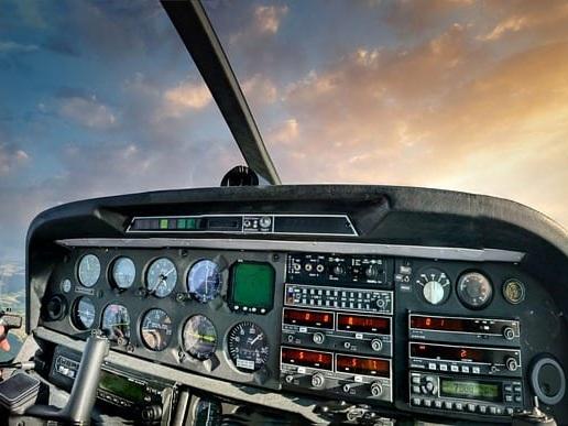Pilota si addormenta durante il volo e succede l'assurdo: panico in areo