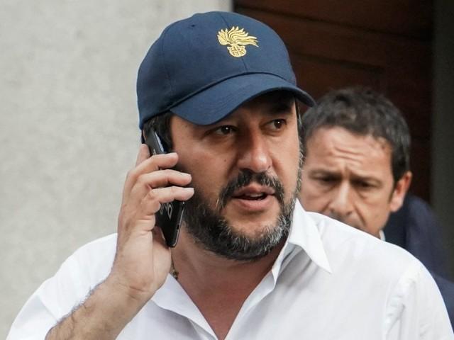 """Salvini rilancia il tema della leva obbligatoria: """"Magari nel Corpo degli Alpini"""". La Difesa: """"Idea romantica ma inapplicabile"""""""