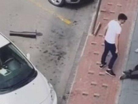 Ventimiglia, migrante pestato in strada da tre giovani con tubi e bastoni: il video choc sui social
