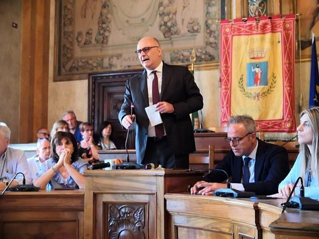 """Parla il sindaco di Avezzano sfiduciato: """"io tradito da miserabili vendette e da agguato politico, ma il mio è un arrivederci"""" (Diretta)"""