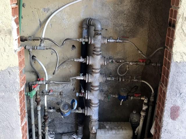 Intera palazzina allacciata abusivamente alla rete idrica, 6 denunce nel Catanese