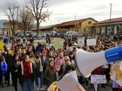 «Block friday», gli studenti in corteo per dire «no» al consumismo