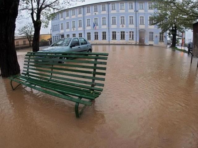 Maltempo, esonda l'Idice nel Bolognese: strade evacuate. In provincia di Alessandria pioggia, neve e scuole chiuse