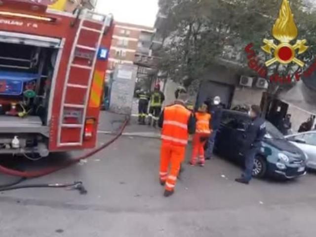 Paura a Roma: l'appartamento prende fuoco, salvati due coniugi