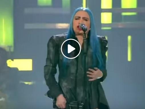 """YOUTUBE Sanremo 2019, Loredana Bertè canta """"Cosa ti aspetti da me"""""""