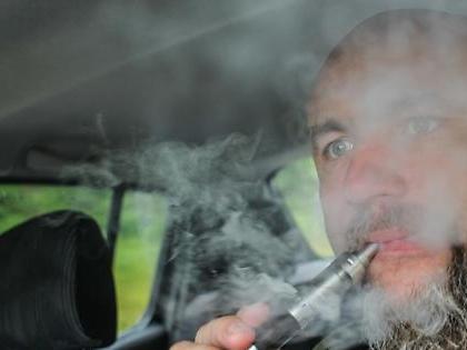 Sigaretta elettronica, primo morto negli Stati Uniti: la misteriosa malattia polmonare causata dalle svapate