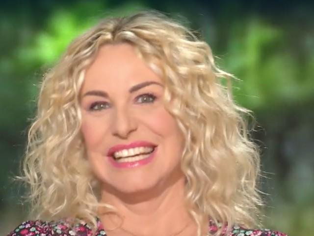 """Antonella Clerici commossa per il ritorno in tv a mezzogiorno: """"Torno nelle vostre case, finalmente"""""""