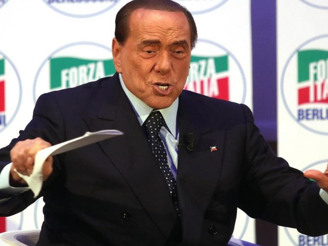 Berlusconi contro il M5S: 'Oggi seri dubbi pure sulla loro capacità di pulire i cessi'