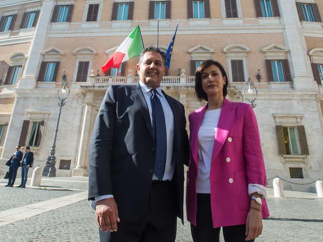Toti se ne va da Forza Italia. Invece la Carfagna si sfila
