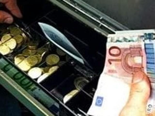 Fondi, ruba i soldi dalla cassa di un bar: identificato e rintracciato il responsabile