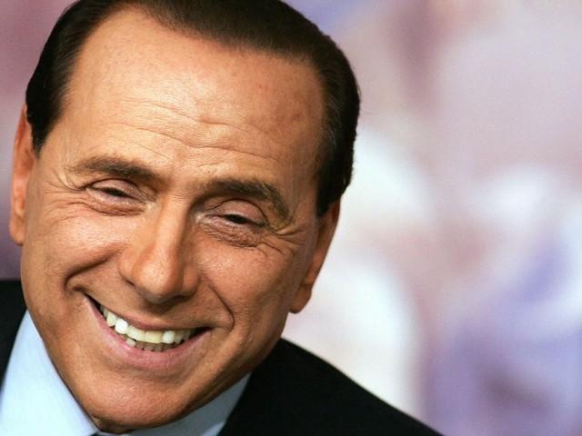 Berlusconi si mette all'asta: in palio un pranzo con il Cavaliere per beneficenza