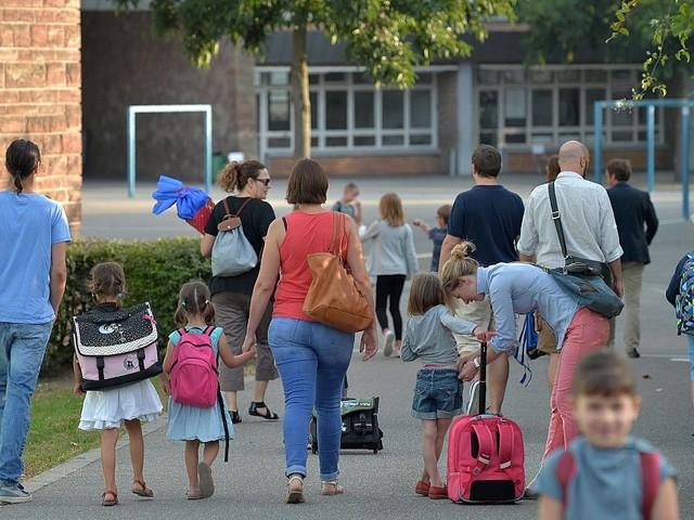 Salerno, africano aggredisce mamme e bimbi davanti scuola