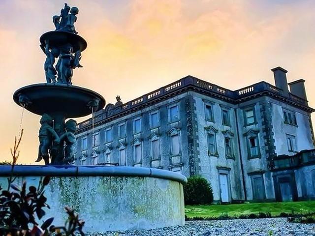Chi ha il coraggio di soggiornare nella casa più infestata d'Irlanda?