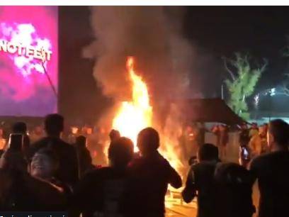 Slipknot ed Evanescence cancellano il concerto al Knotfest per problemi di sicurezza: il pubblico lancia oggetti e incendia strumenti