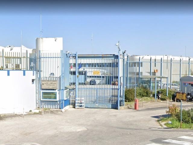Firenze, detenuto magrebino si dà fuoco in cella: ora in rianimazione