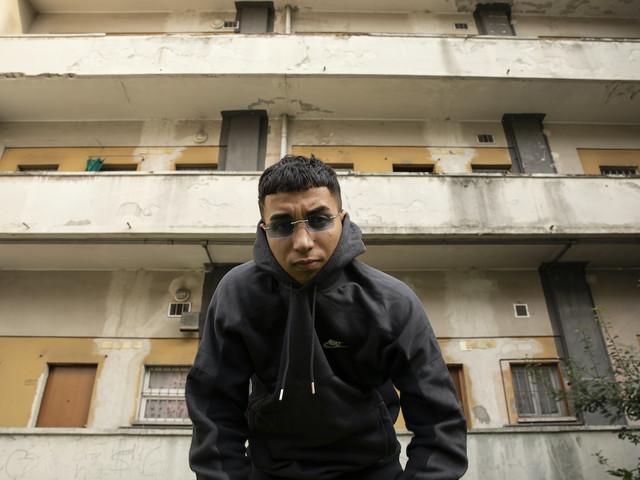 Neima Ezza ti racconta la sua storia di rivalsa senza posare da gangsta