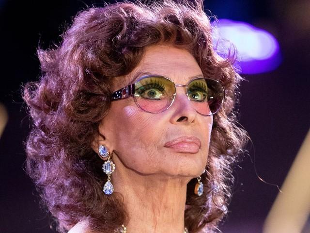 """Morricone, Sophia Loren: """"I grandi se ne vanno, restiamo sempre più soli"""""""