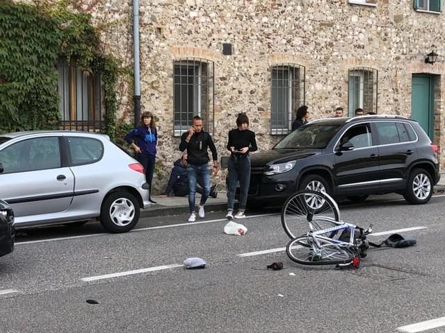 Auto contro bici in Via Aspromonte, ferito un 72enne