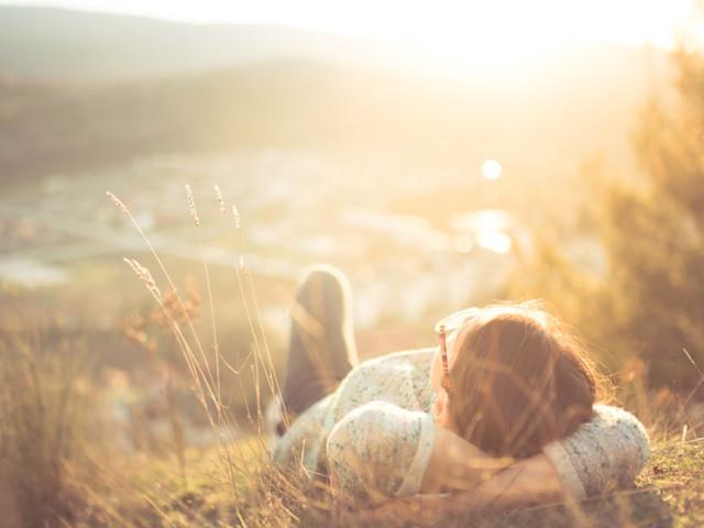 20 verità fondamentali che le over 50 vorrebbero condividere con le donne più giovani