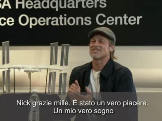 "Brad Pitt all'astronauta Hague, ""com'e' la vita lassu'?"""