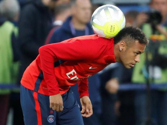 Lite Neymar-Cavani, interpellato Emery: chi calcerà i rigori? La risposta lascia perplessi