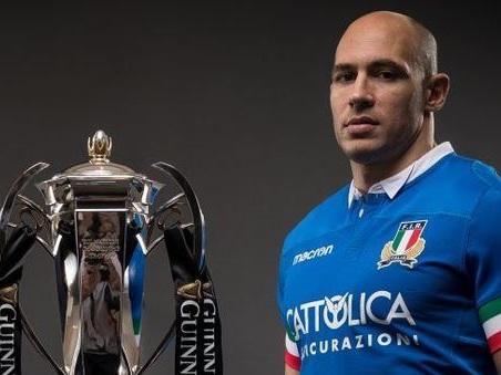 Rugby, Sergio Parisse fuori per il match contro l'Irlanda domenica all'Olimpico La maledizione del manifesto
