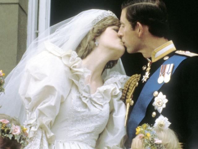 'Non riusciva a tenere le mani lontane', cosa accadeva tra il Principe Carlo e Lady Diana