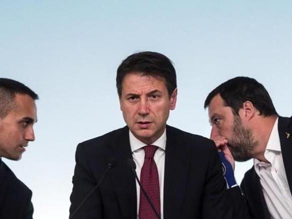 Stasera il vertice tra Conte e i due vicepremier: focus su tasse e lavoro