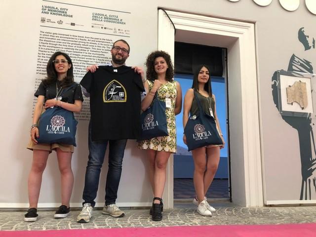 Meeting unesco a Fabriano, lo stand della città dell'Aquila conquista i visitatori