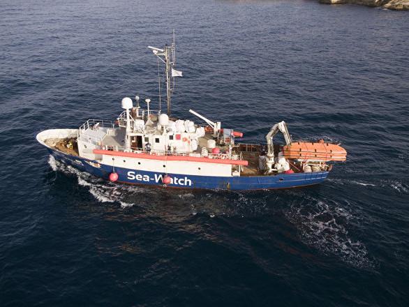 Nave Sea Watch salva 65 persone, Salvini: non entri nelle acque italiane