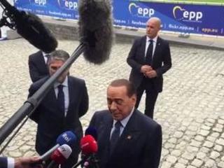 """Lapsus Berlusconi, procedura infrazione diventa """"prescrizione"""""""