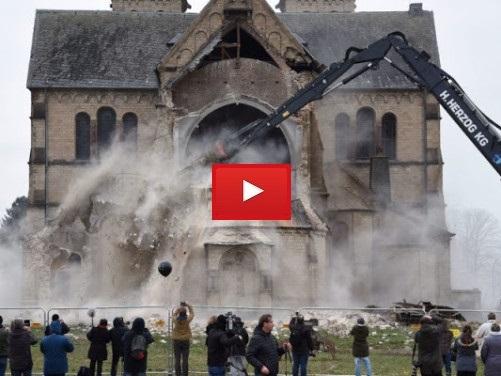 Germania, demolita una chiesa centenaria per fare posto a questo