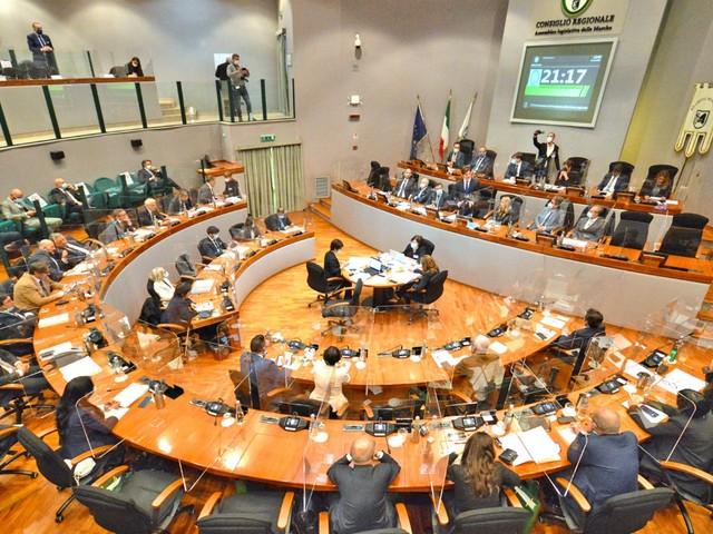 L'intervento del Presidente Acquaroli alla prima seduta del Consiglio Regionale. La presentazione del programma di Governo e della Giunta