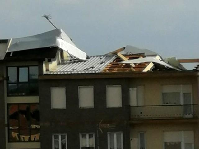 Bomba d'acqua nella cintura sud-est di Torino: tetti scoperchiati, allagamenti e alberi caduti