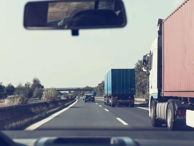 Meteo e traffico in autostrada: temporali in arrivo, incidente sulla A1