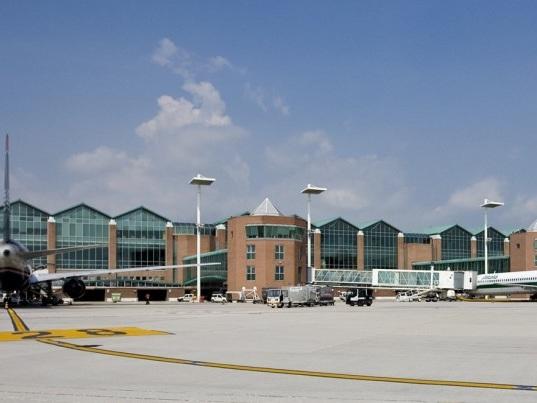 Il covid ha ristretto gli aeroporti, tecnologia per gestire i flussi estivi