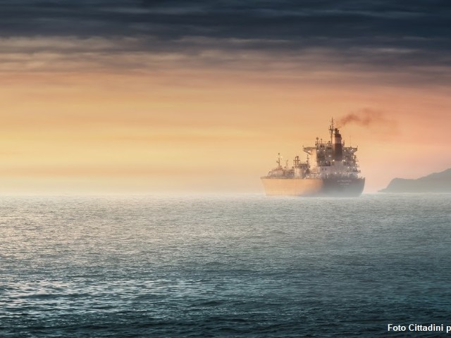 La Francia: Area di controllo delle emissioni delle navi in tutto il Mediterraneo. Farebbe molto bene all'Italia