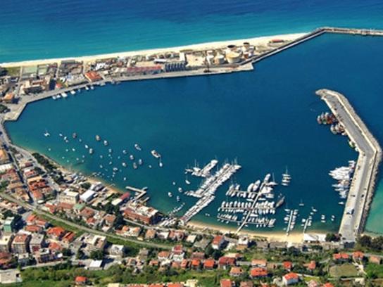 """Vibo, il porto schiacciato tra Lamezia e Gioia Tauro. Insardà (Pd): """"Serve tavolo tecnico"""""""