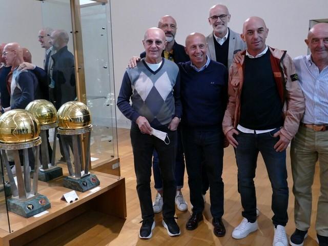 Una delegazione della Nazionale di calcio guidata da Arrigo Sacchi in visita al museo