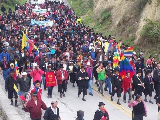 Ecuador gli indios e gli operai invadono Quito e il Presidente sposta la capitale a Guayaquil
