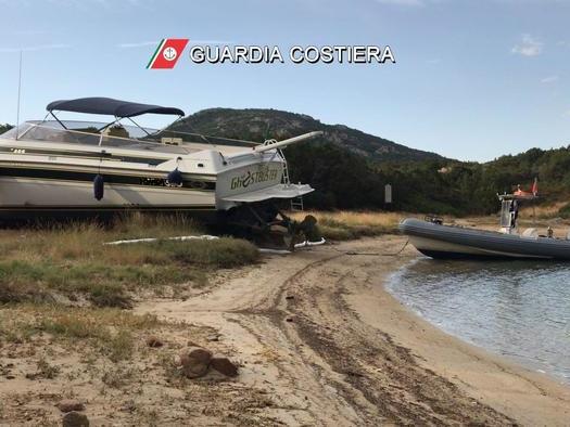 Barca finisce sulla spiaggia, tre feriti