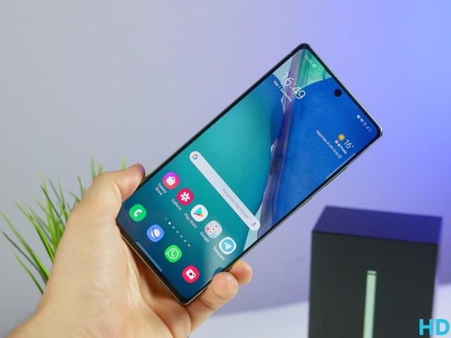 """T-Mobile: """"Lo stop a Galaxy Note e i pochi S21 ci danneggiano"""""""