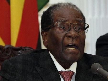 Zimbabwe, scade ultimatum a Mugabe, i veterani: «Scambiati i discorsi per non dimettersi»