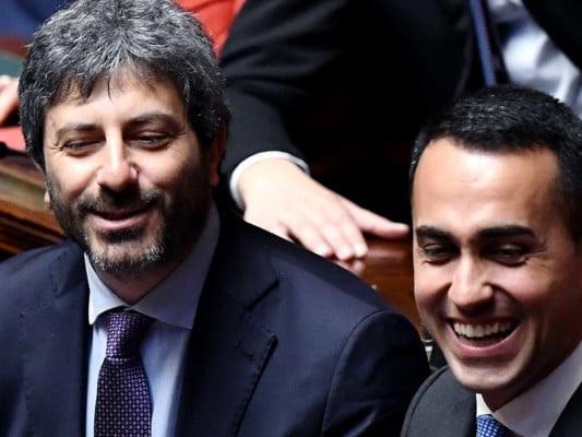 Crisi di governo, Roberto Fico premier in un governo M5s-Pd: ecco l'ipotesi che declassa Di Maio