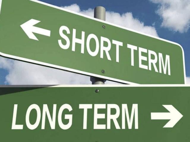 Immatricolazioni - Il lungo termine tenta il rimbalzo, il breve no