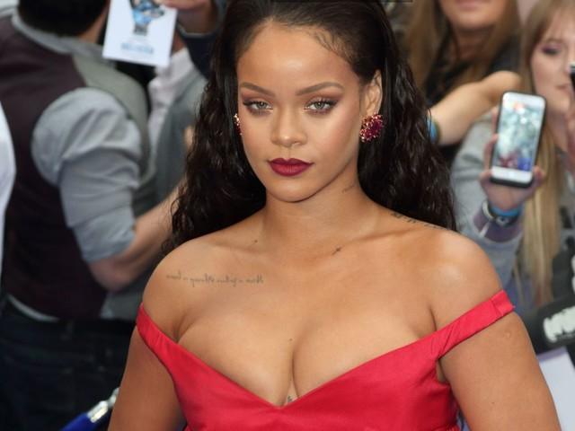 Coronavirus: Rihanna dona materiale medico e 5 milioni di dollari