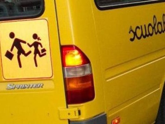 Autista scuolabus arrestato per violenza